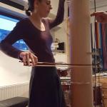 Katharina Gross op koker cello